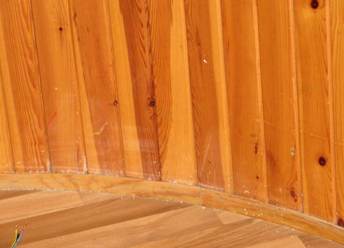 Nedre del av panelvegg